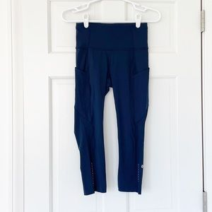 LULULEMON leggings size 4 cropped blue fast & free